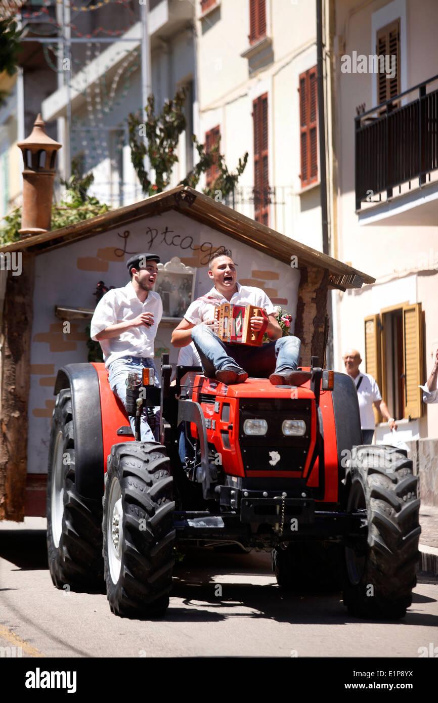 One of the floats in the procession of the Festival of Pentecost in Civitella Casanova, Abruzzo, Italy. - Stock Image
