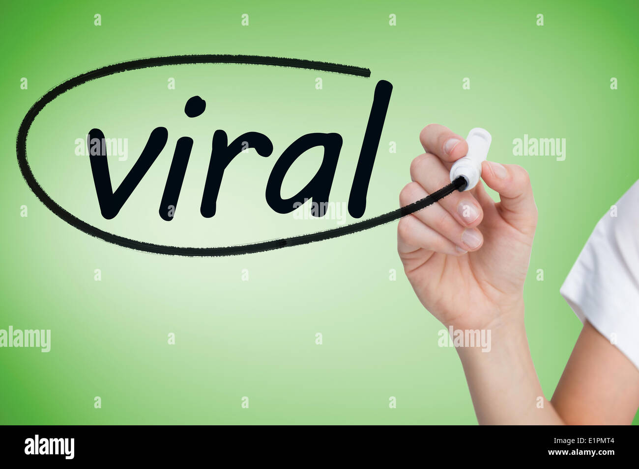 Businesswoman writing the word viral - Stock Image