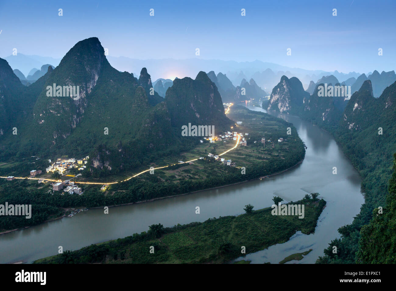 Karst mountain landscape on the Li River in Xingping, Guangxi Province, China. - Stock Image