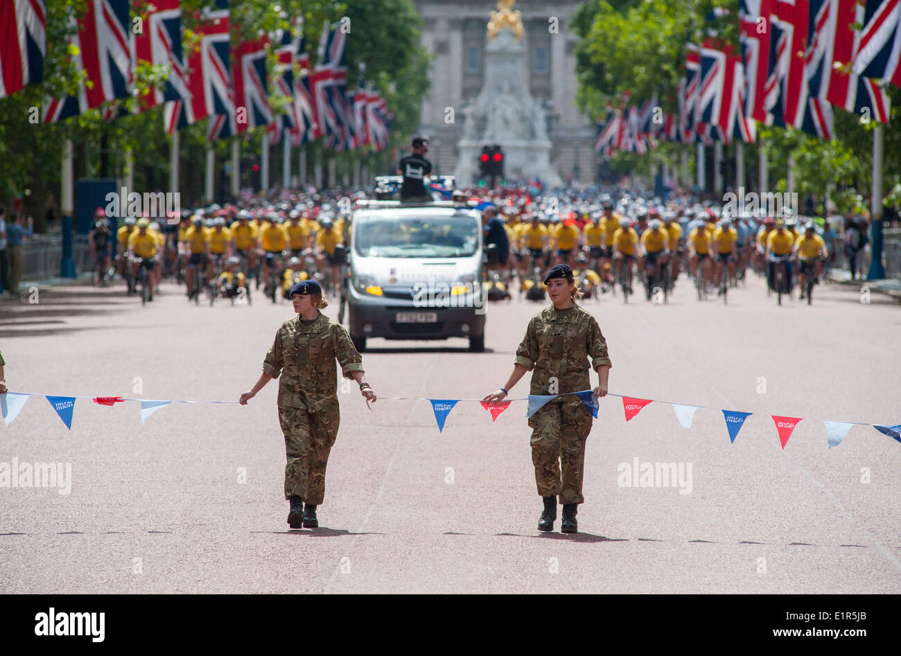 The Mall in central London is cleared as the Hero Ride 2014 riders make their way to the finish - Stock Image