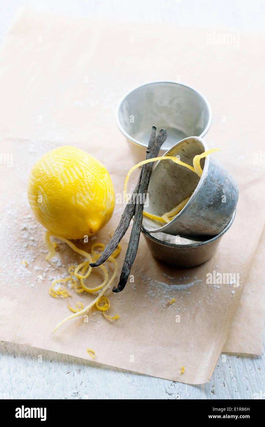 Lemon and vanilla pods - Stock Image