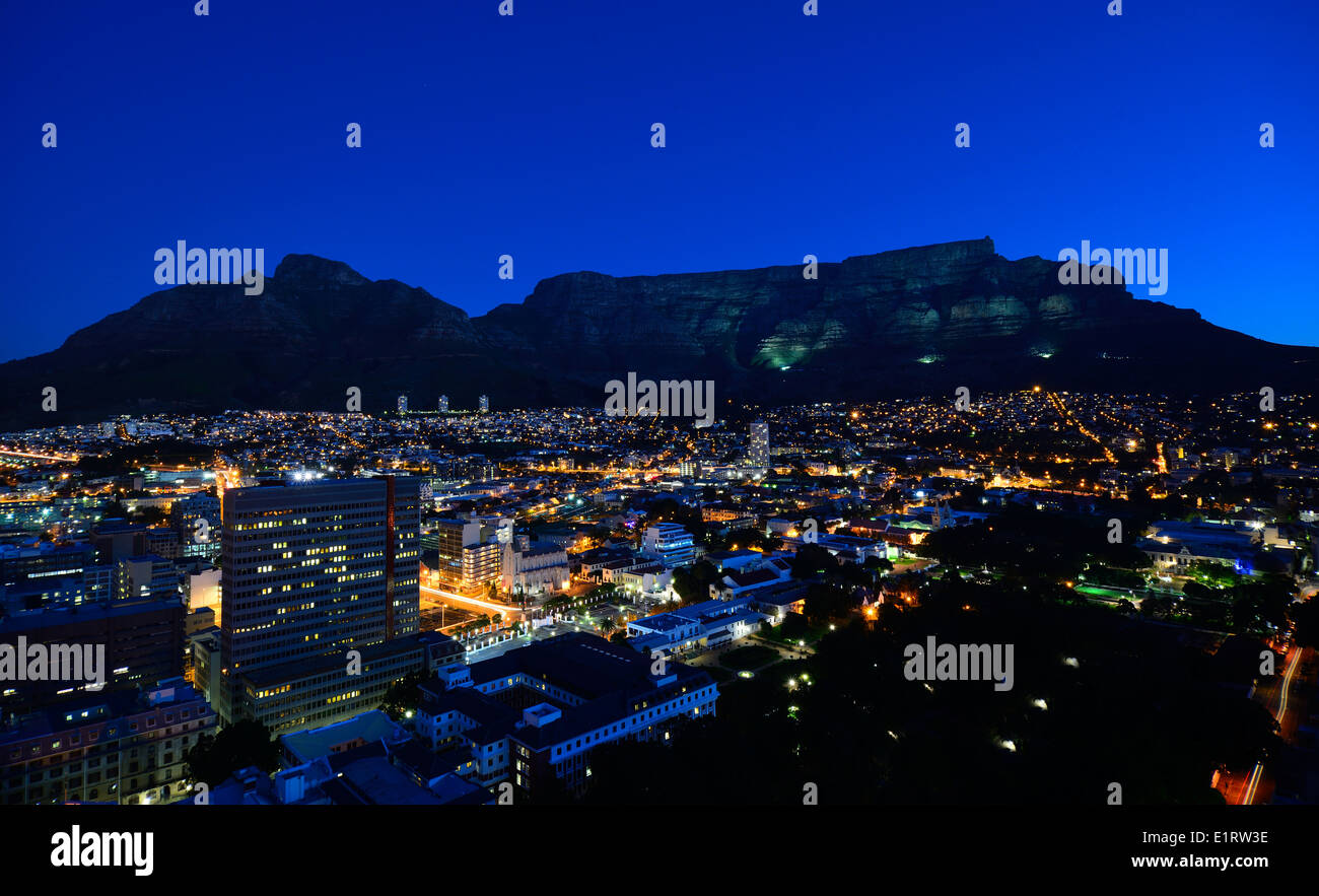 Night time image of Cape Town's iconic Devils Peak & Table Mountain - Stock Image