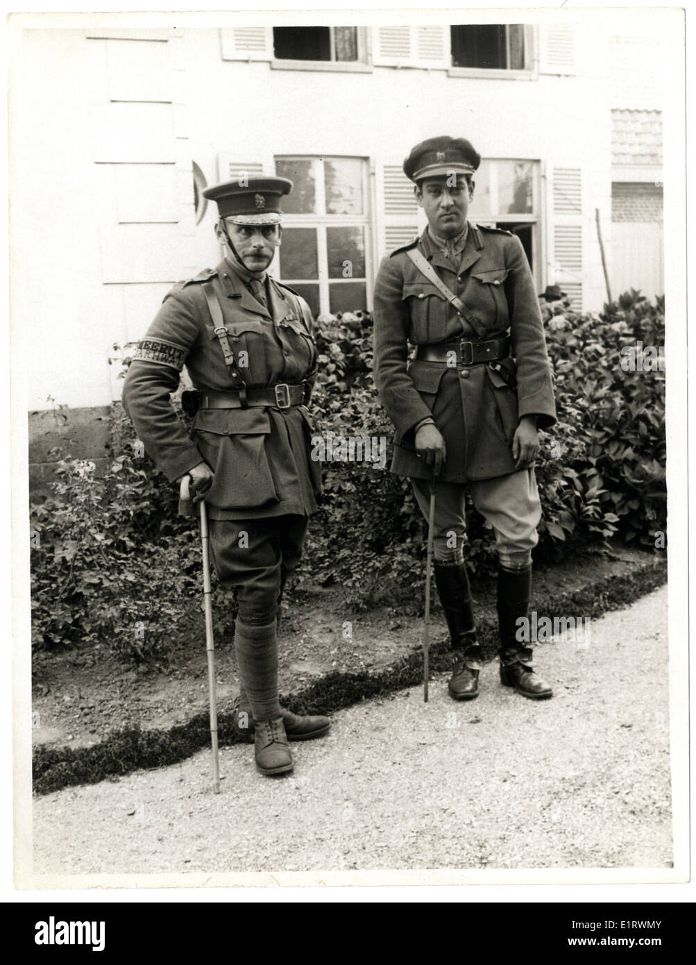 Lieut Hitendra of Kuch Behar with a Staff Officer [Le Sart, France]. . - Stock Image