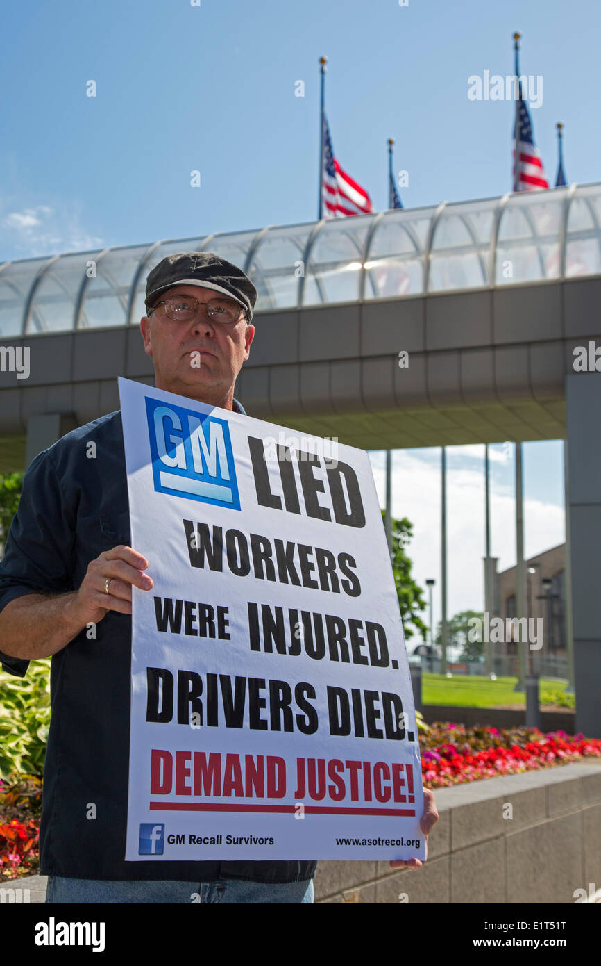 Detroit, Michigan, USA.  Protesters outside General Motors headquarters the day before the GM shareholders meeting demand justice for victims killed because of faulty ignition switches, and for workers injured in GM's factory in Colombia. Alex Wassell, a member of the United Auto Workers, joined the protest. Credit:  Jim West/Alamy Live News - Stock Image