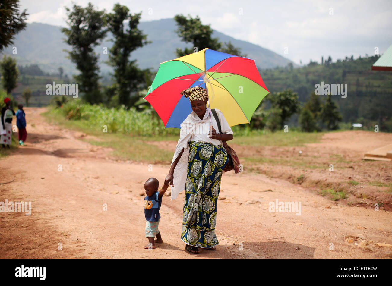 A mother and child at their village in the Murambi sector in the Rulindo district of Northern Province, Rwanda. - Stock Image