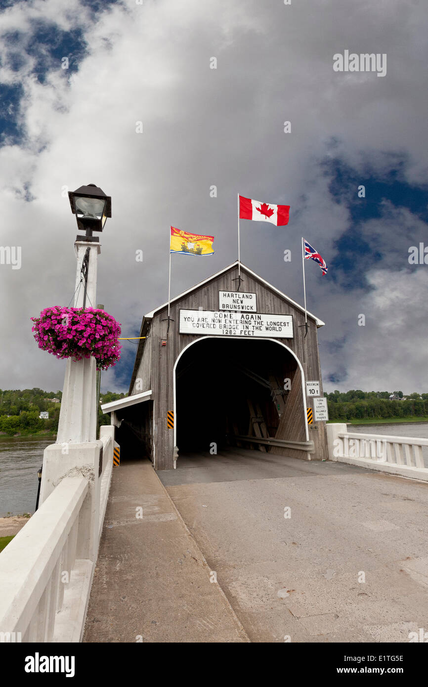 The Hartland Covered Bridge is the longest bridge in the world at 1282 feet spanning the St. John River in Hartland - Stock Image