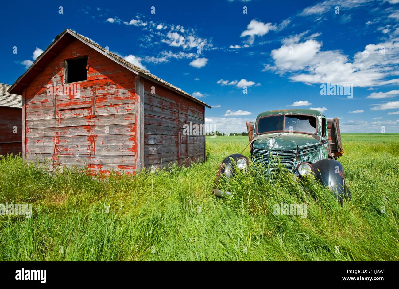 old farm truck beside grain bin, near Hazenmore, Saskatchewan, Canada - Stock Image