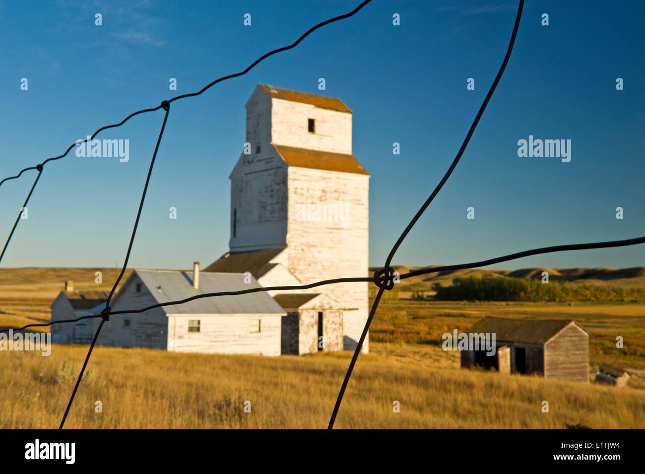 abandoned grain elevator, Thunder Creek, Saskatchewan, Canada - Stock Image