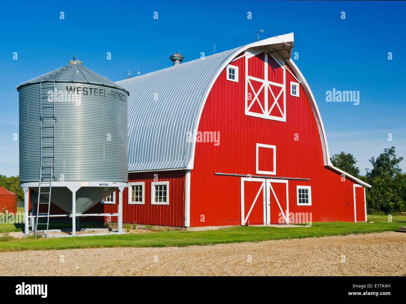 red barn and grain bin near Humboldt, Saskatchewan, Canada - Stock Image