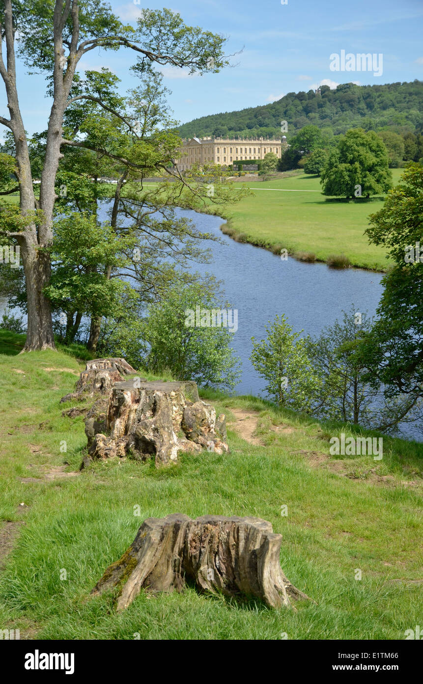 The River Derwent and Chatsworth House in Derbyshire, England - Stock Image