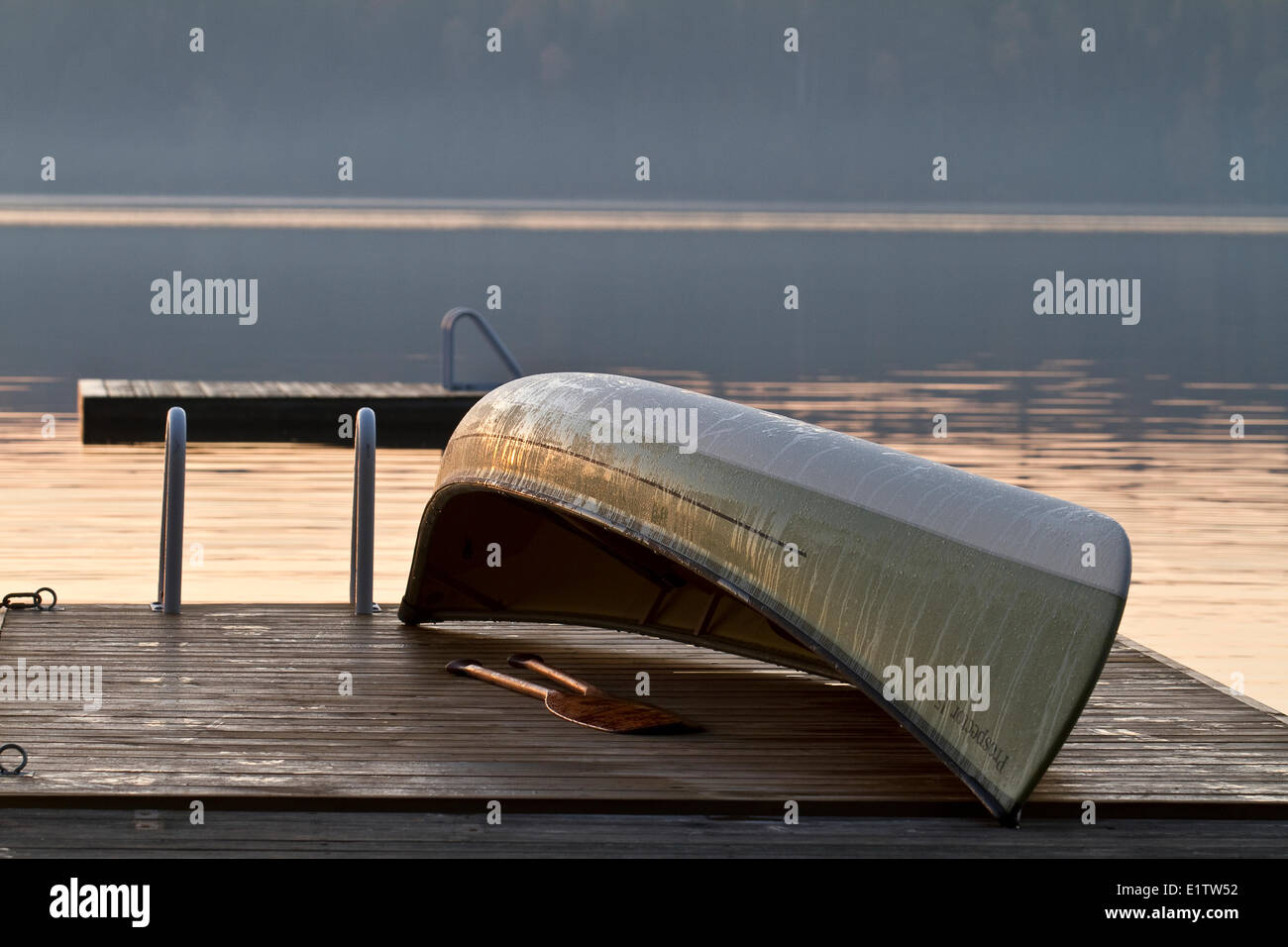 Canoe on dock in early morning, Source Lake, Algonquin Park, Ontario, Canada. - Stock Image