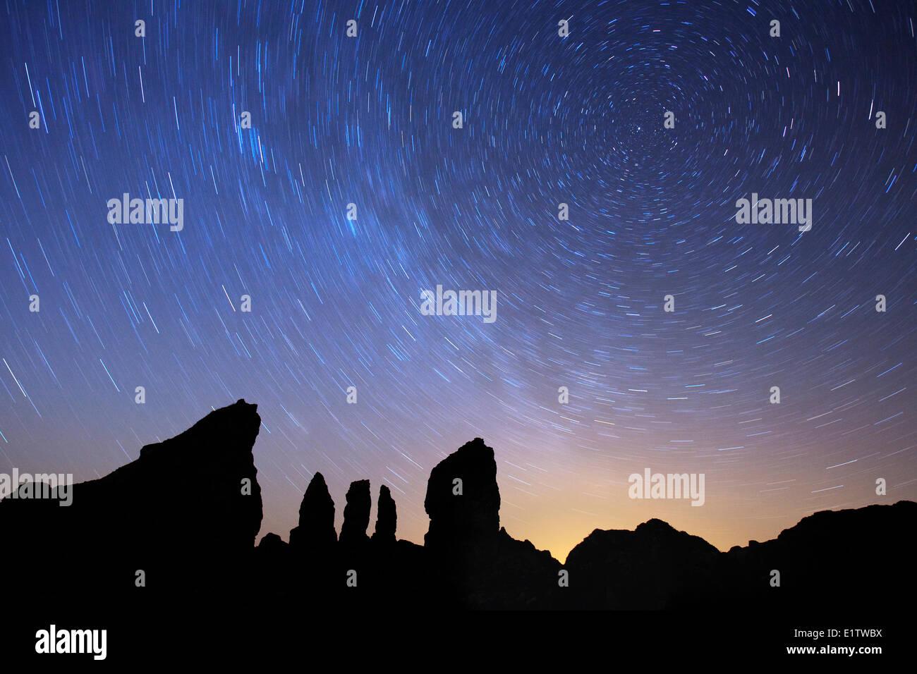 Stars spiral through the night sky over Cape Split along Nova Scotia's Bay of Fundy coast. - Stock Image