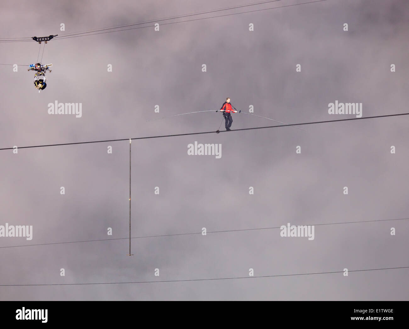 June 15 2012 Nik Wallenda Tightrope walking across Niagara Falls, Ontario, Canada - Stock Image