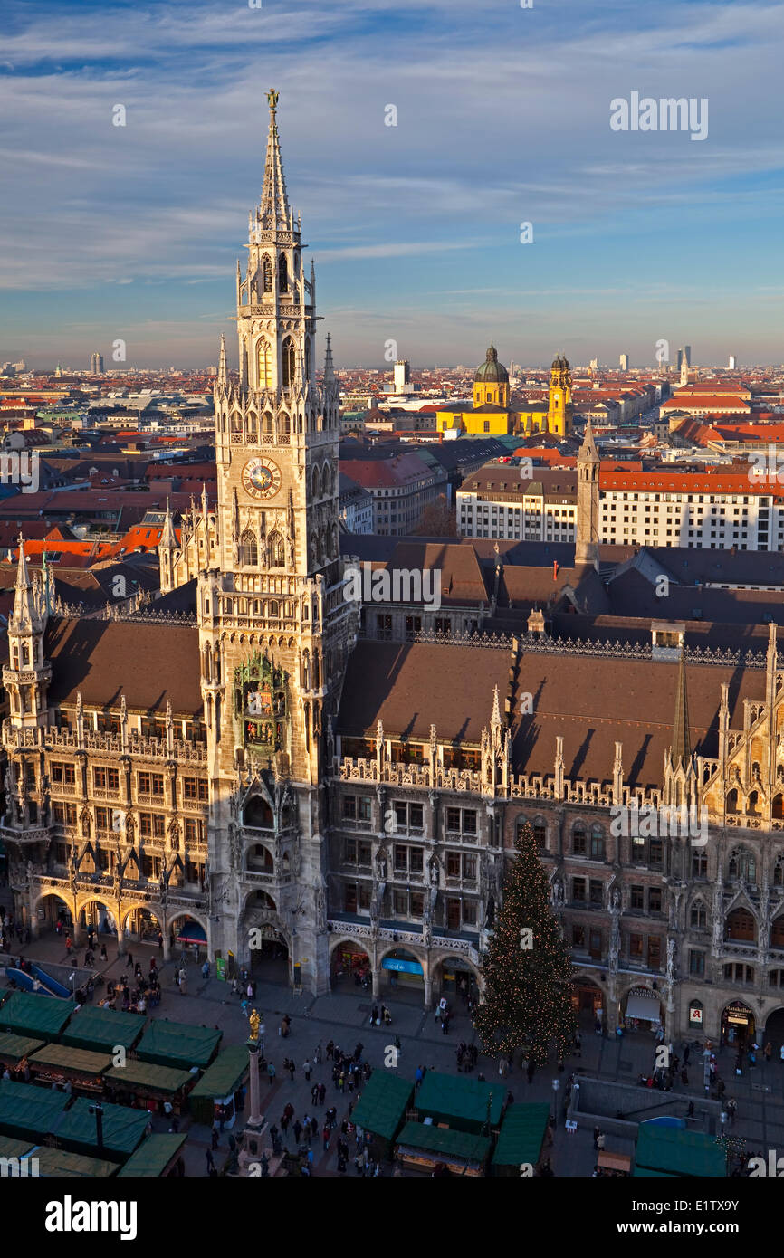 Aerial view the Marienplatz during the Christkindlmarkt (Christmas Markets) in front the Neues Rathaus (New City Stock Photo
