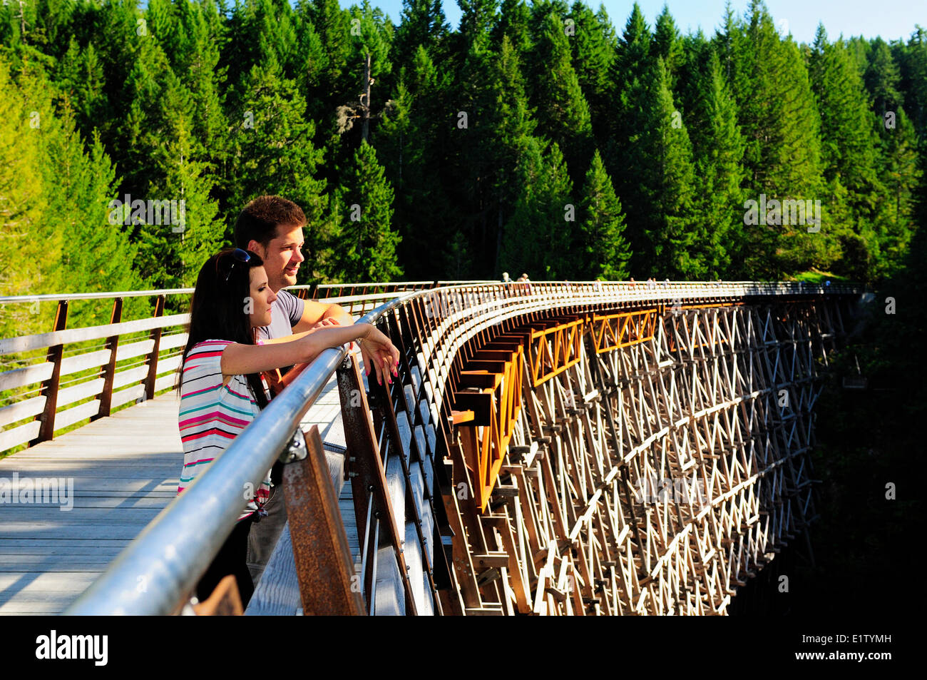 A young couple enjoy the scenery at the newly renovated Kinsol Trestle in Shawnigan Lake, BC. - Stock Image