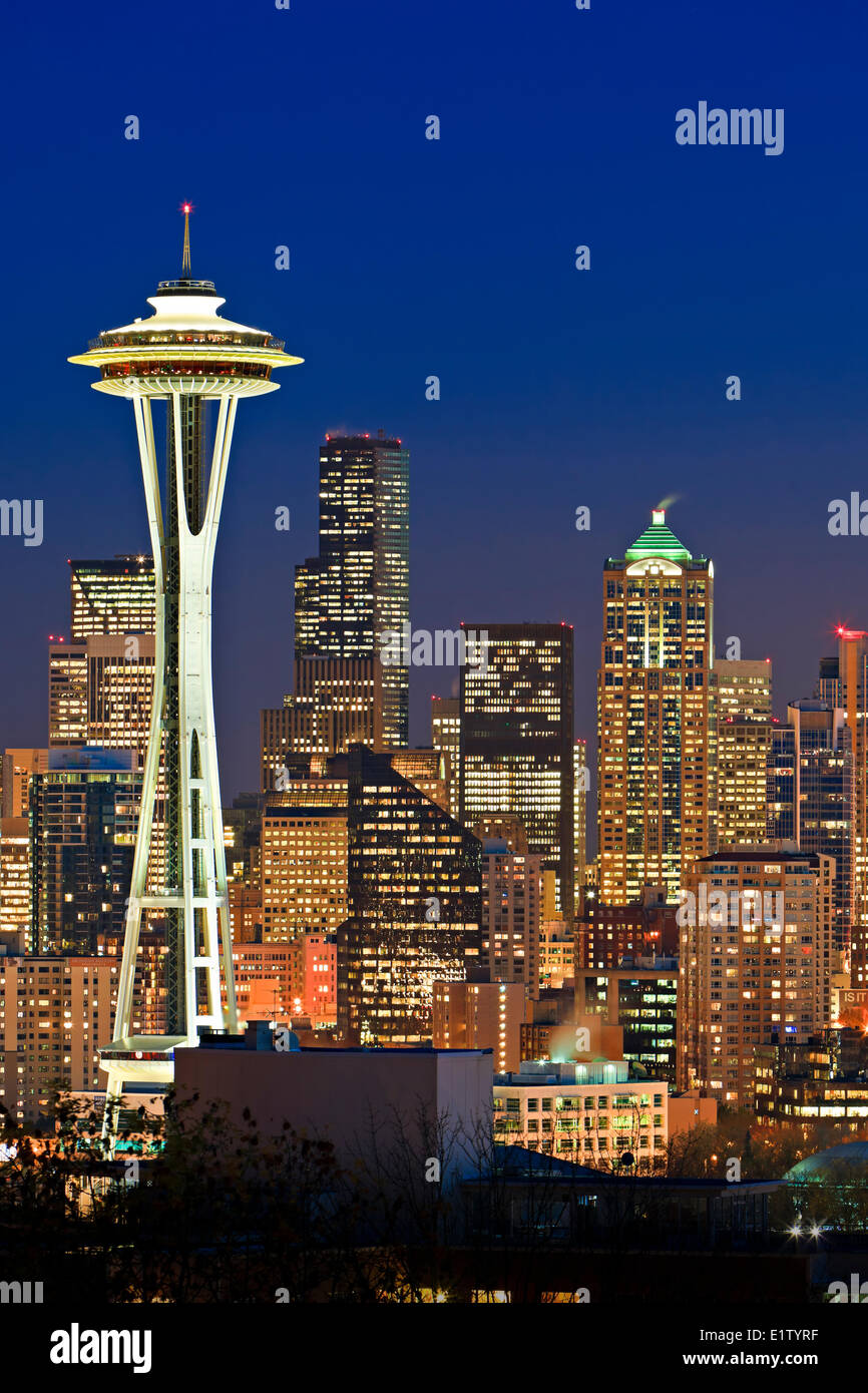 Illuminated skyline of Seattle in Washington State, USA at twilight on a cold winter day - Stock Image