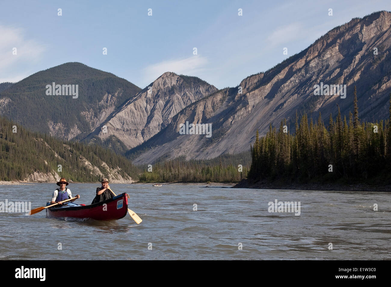 Father and daughter canoe on Nahanni River, Nahanni National Park Preserve, NWT, Canada. - Stock Image