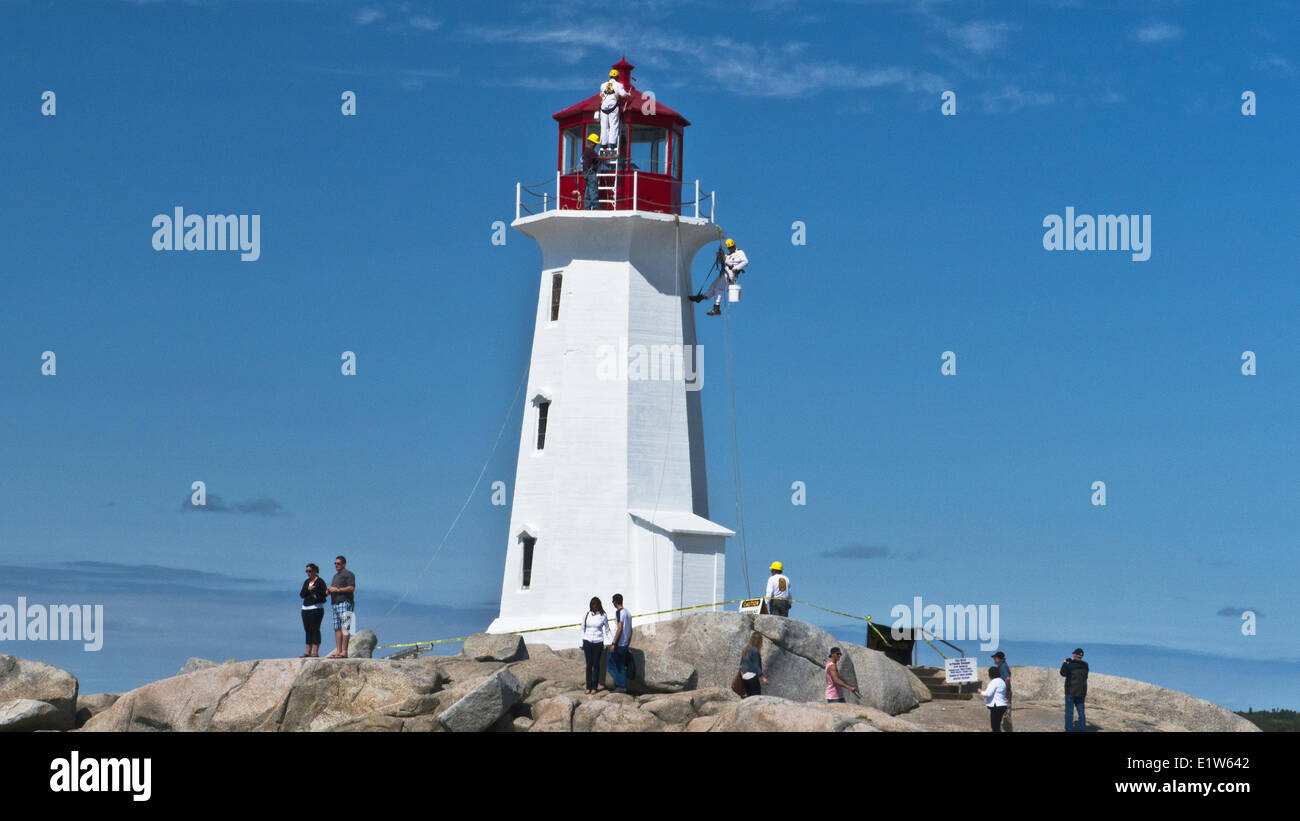 Maintenance group works on Peggy's Point Lighthouse, Peggy's Cove, Nova Scotia, Canada - Stock Image