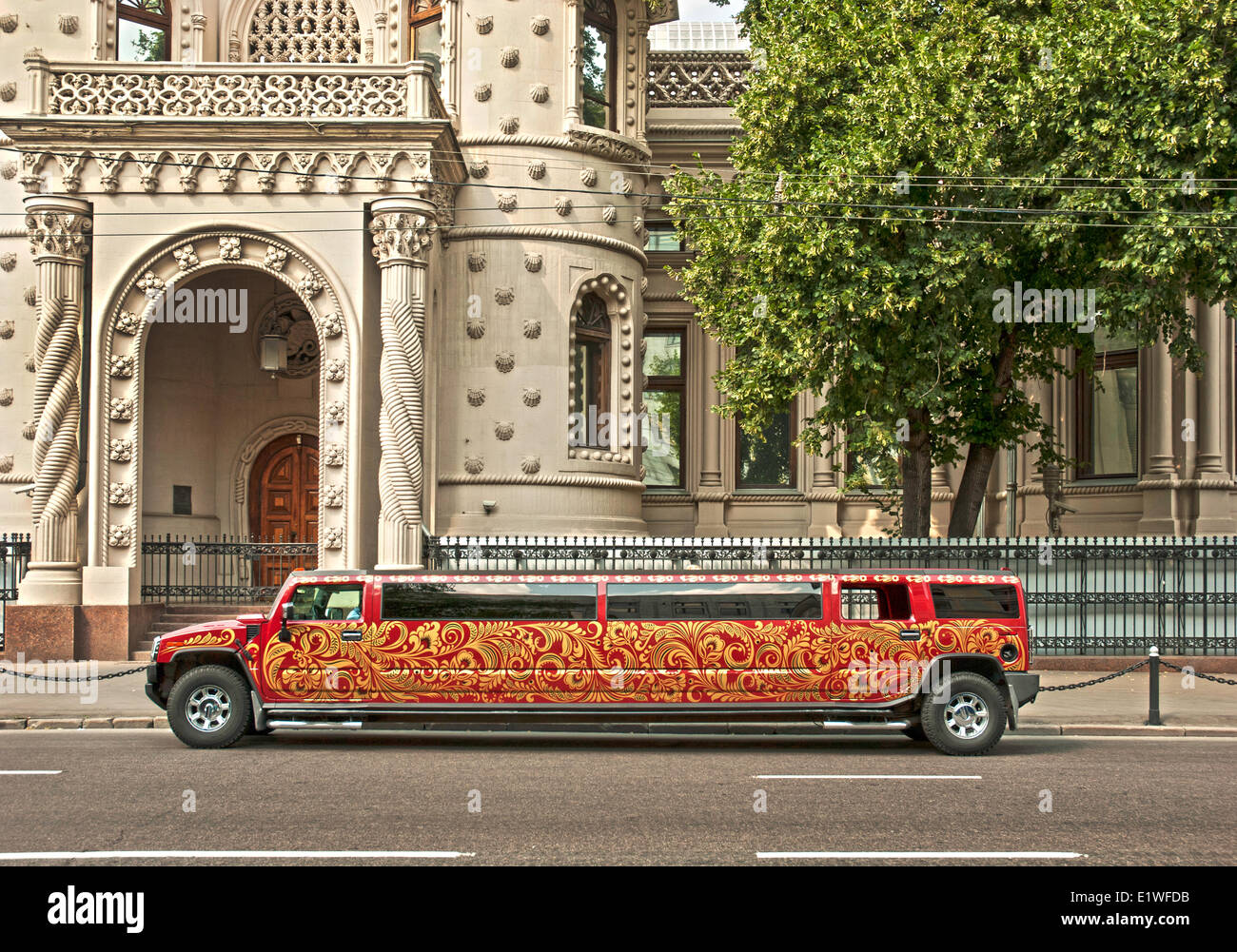Stretched Hummer limousine on the streets of Moscow - Stock Image