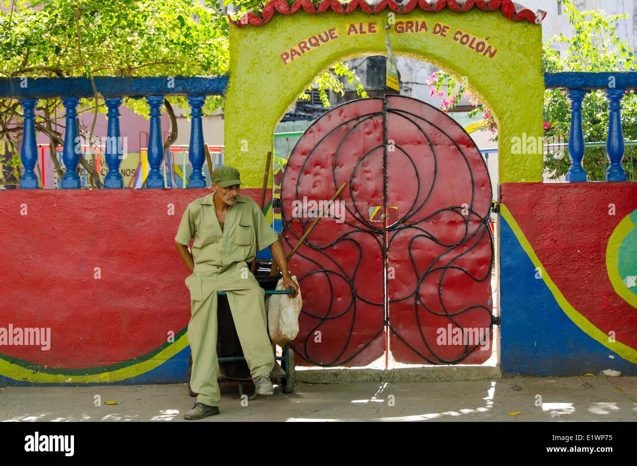Park maintenance worker, Parque Ale Gria de Colon,Havana, Cuba - Stock Image