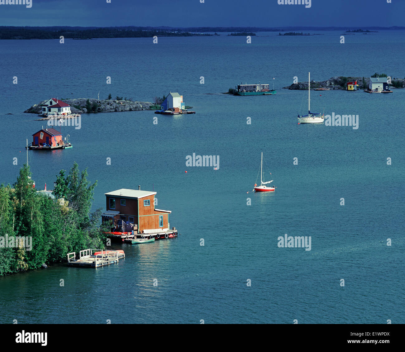 FLOATING HOUSES, YELLOWKNIFE BAY, GREAT SLAVE LAKE