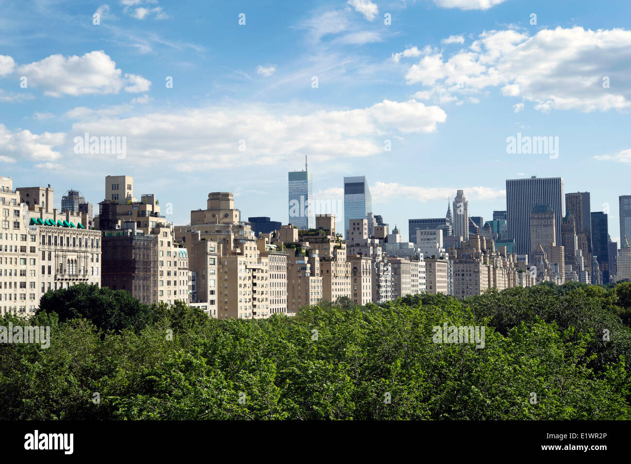 New York City skyline seen from the rooftop terrace of the Metropolitain Museum across Central Park - Stock Image