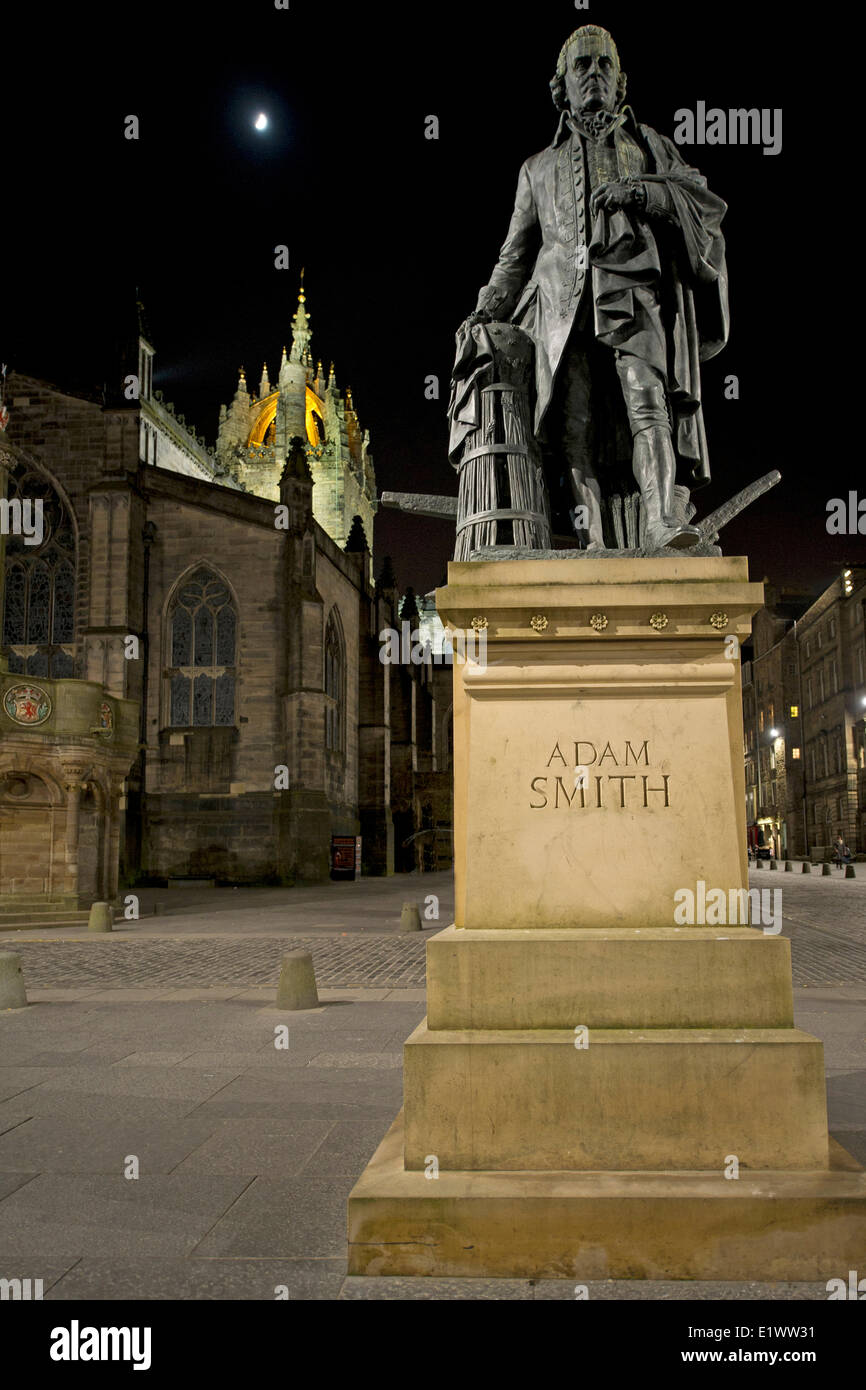 Adam Smith monument standing besides St. Giles Cathedral on Royal Mile in Edinburgh, Scotland - Stock Image