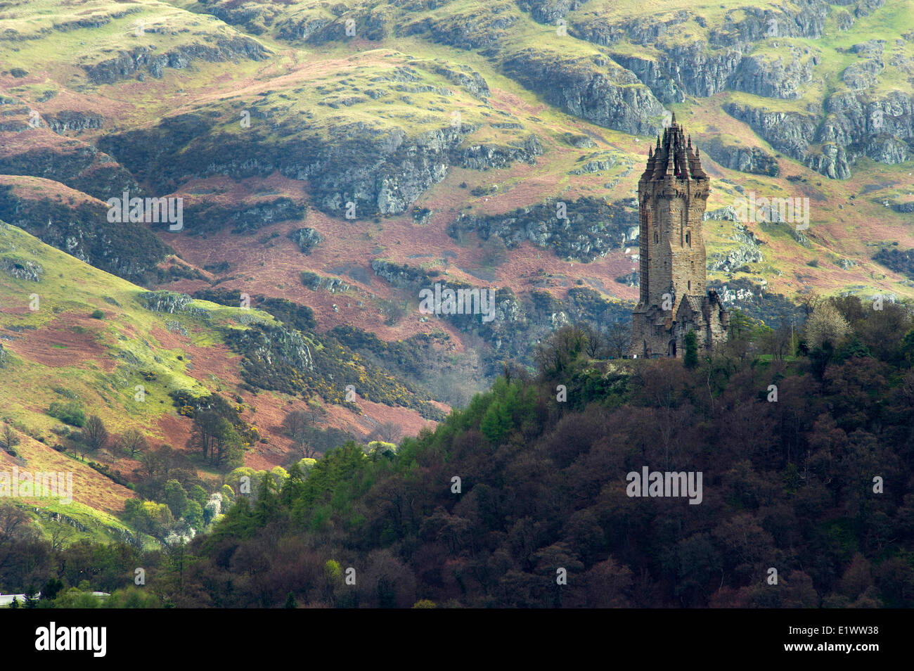 National Wallace Monument standing on a hill overlooking Stirling Castle in Scotland - Stock Image