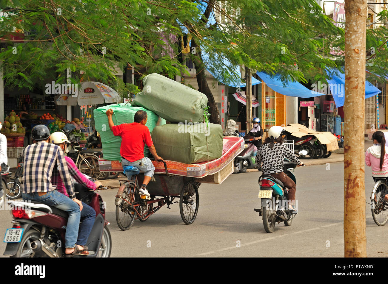 samlo used as delivery vehicle, Haiphong, Vietnam - Stock Image