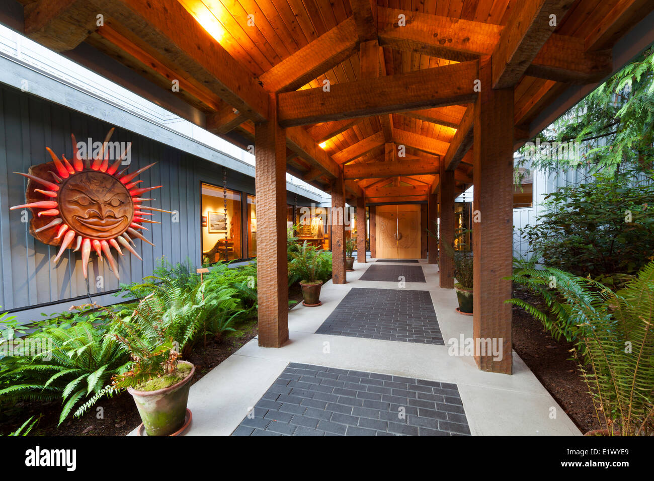 The post beam wooden entrance to the luxurious Wickaninnish Inn is an art form in itself.  Tofino Vancouver Island - Stock Image