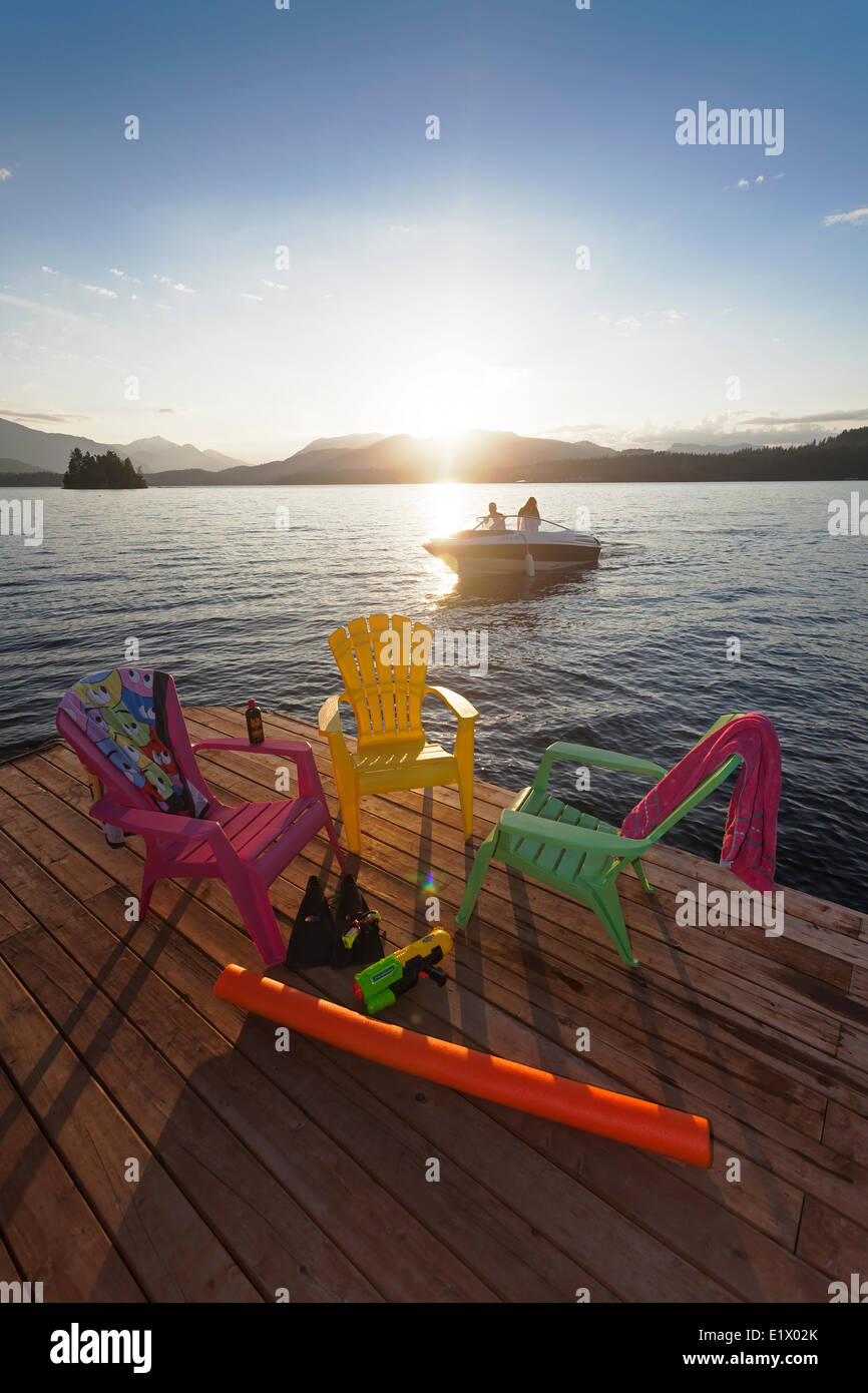 Boaters returning home at the end the day pass by a dock on Sproat Lake  Sproat Lake Port Alberni Vancouver Island - Stock Image