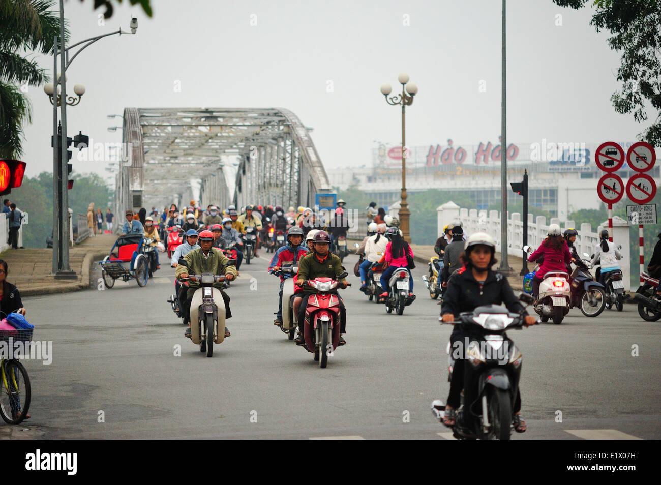 traffic at Trang Tien Bridge, Hue, Vietnam - Stock Image