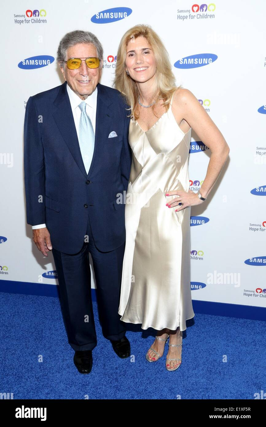 New York, NY, USA. 10th June, 2014. Tony Bennett; Susan Crow at arrivals for Samsung Hope for Children Gala 2014, - Stock Image