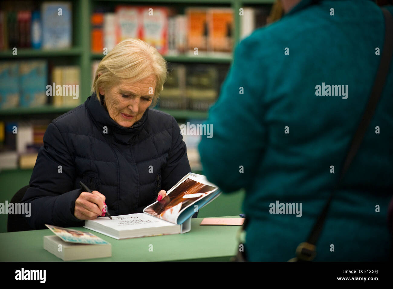 Mary Berry book signing at Hay Festival 2014 ©Jeff Morgan - Stock Image