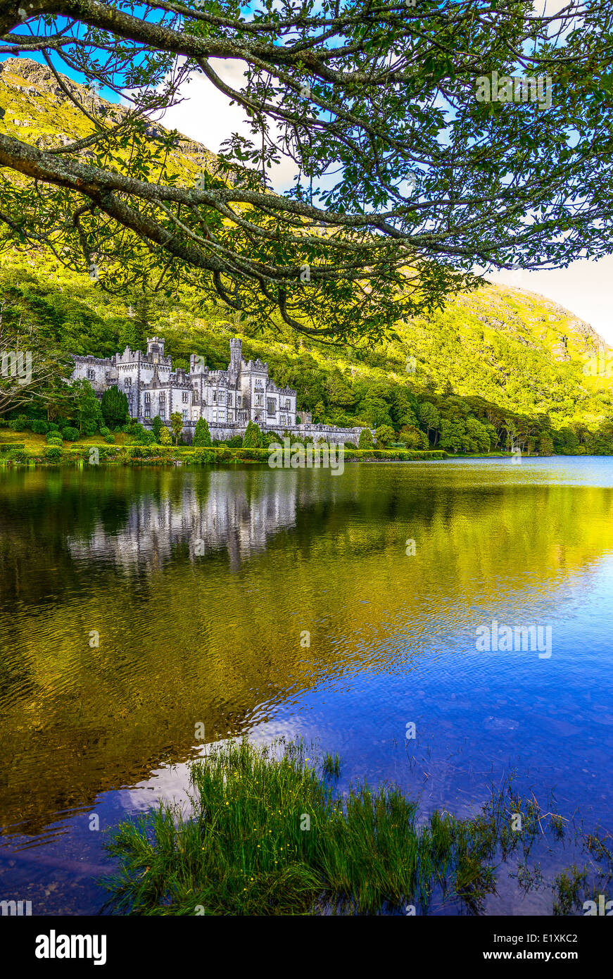 Ireland, Galway county, Connemara area, the Kylemore abbey on the Pollacappul lake - Stock Image