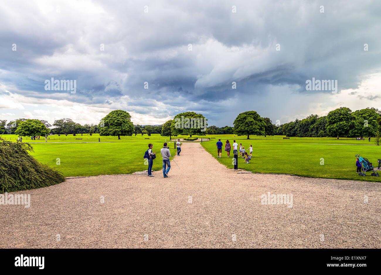 Ireland, Dublin county, visitors in the Malahide garden - Stock Image