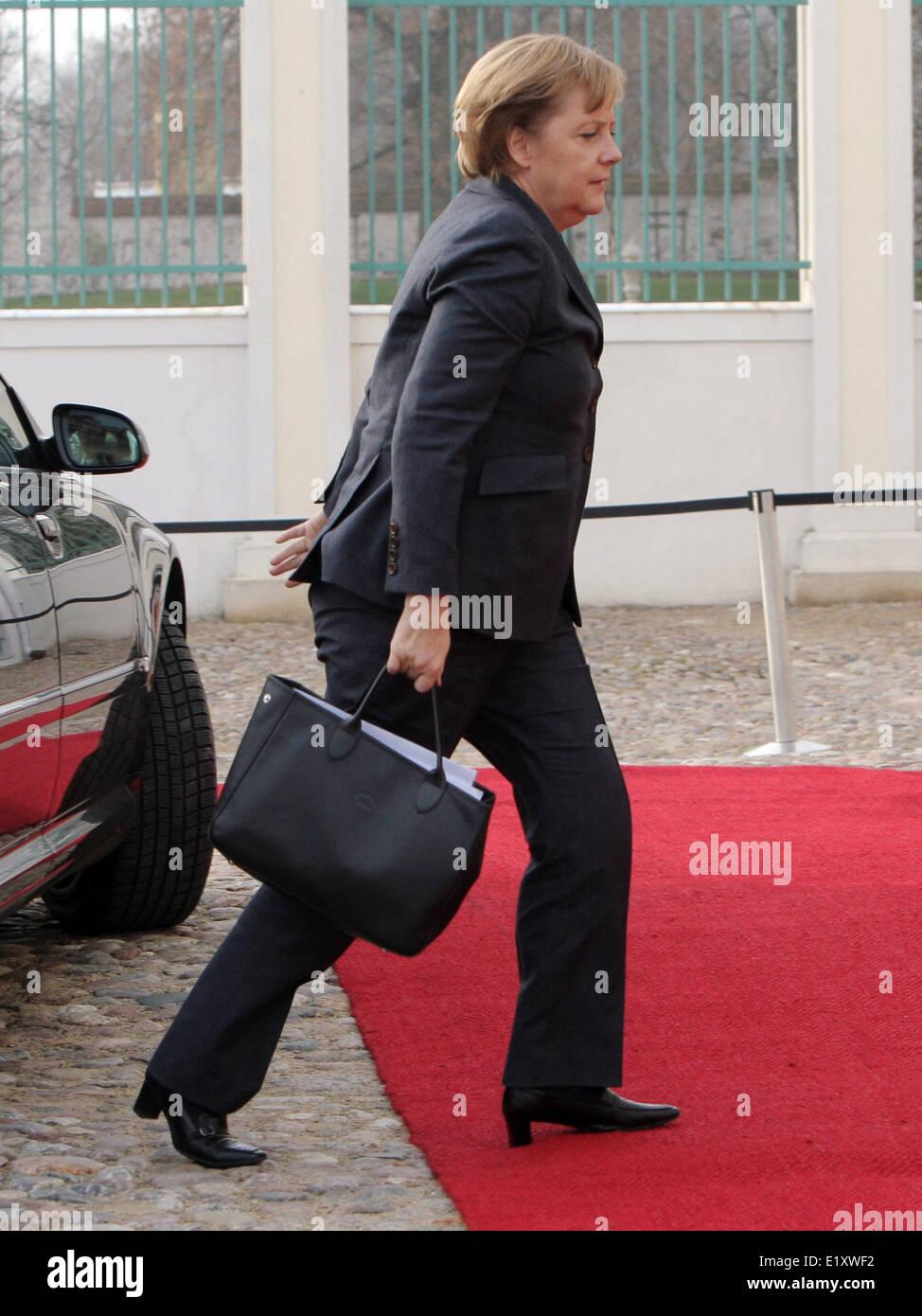 Chancellor Angela Merkel arrives in a hurry in Meseberg for German-Italian government talks (20.11.2007). Foto: - Stock Image