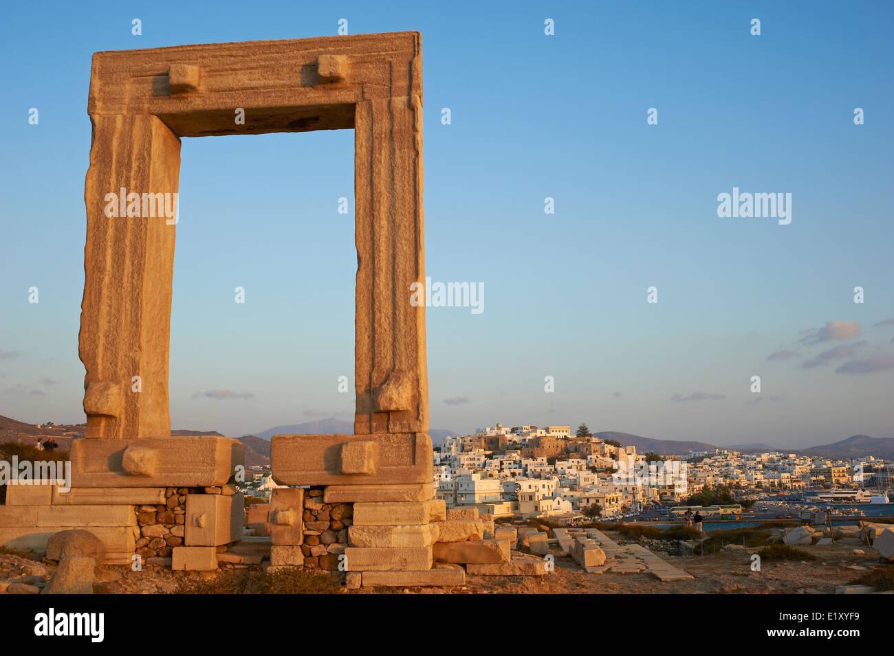 Greece, Cyclades islands, Naxos, city of Hora (Naxos), Portara Gateway of Apollon or Apollo temple - Stock Image