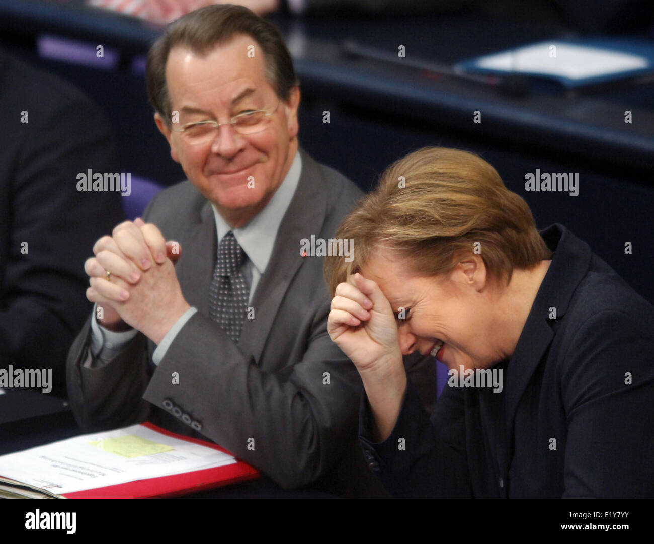 Chancellor Angela Merkel (CDU) and vice chancellor Franz Müntefering (SPD) laugh together (01.12.2005) in the - Stock Image