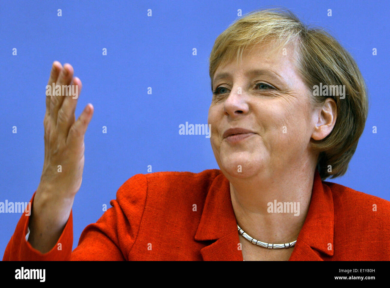 Chancellor Angela Merkel (CDU) gesticulates during a press conference in Berlin (21.08.2006) where she pronounced - Stock Image