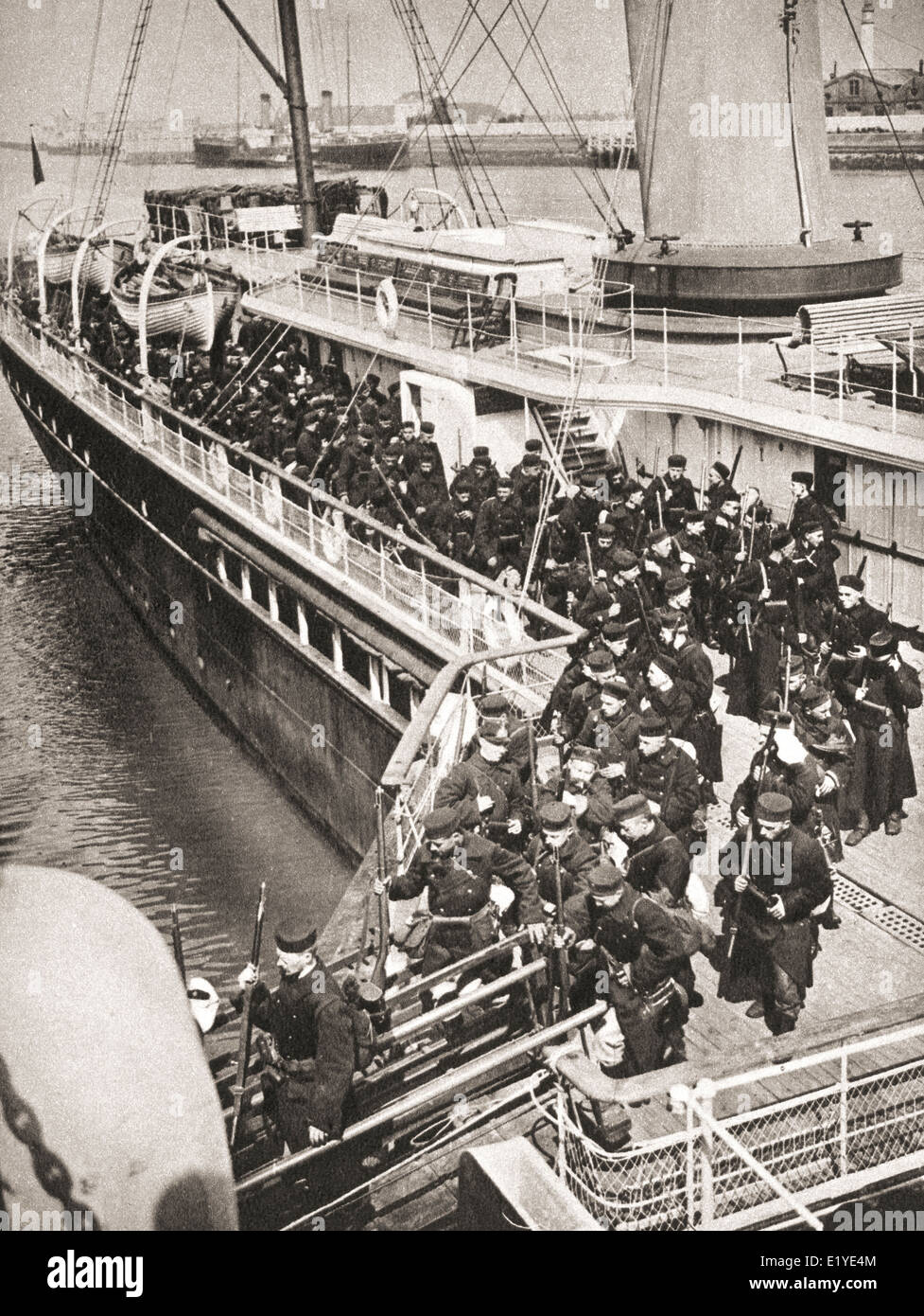 Belgian soldiers landing in Ostend under British supervision, 1914, to defend the port against the approaching enemy. - Stock Image