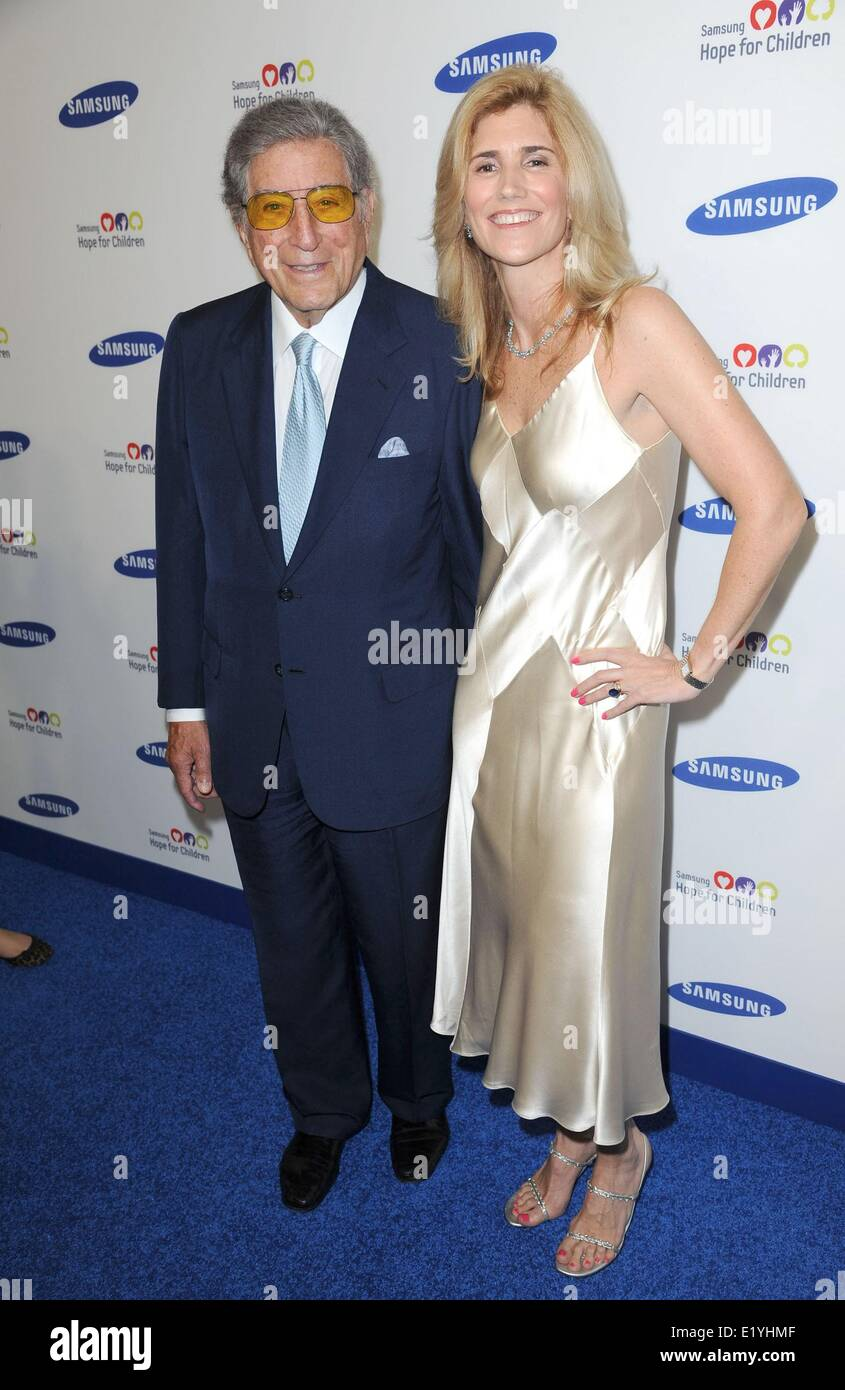 Tony Bennett, Susan Crow at arrivals for Samsung Hope for Children Gala 2014, Cipriani Wall Street, New York, NY - Stock Image