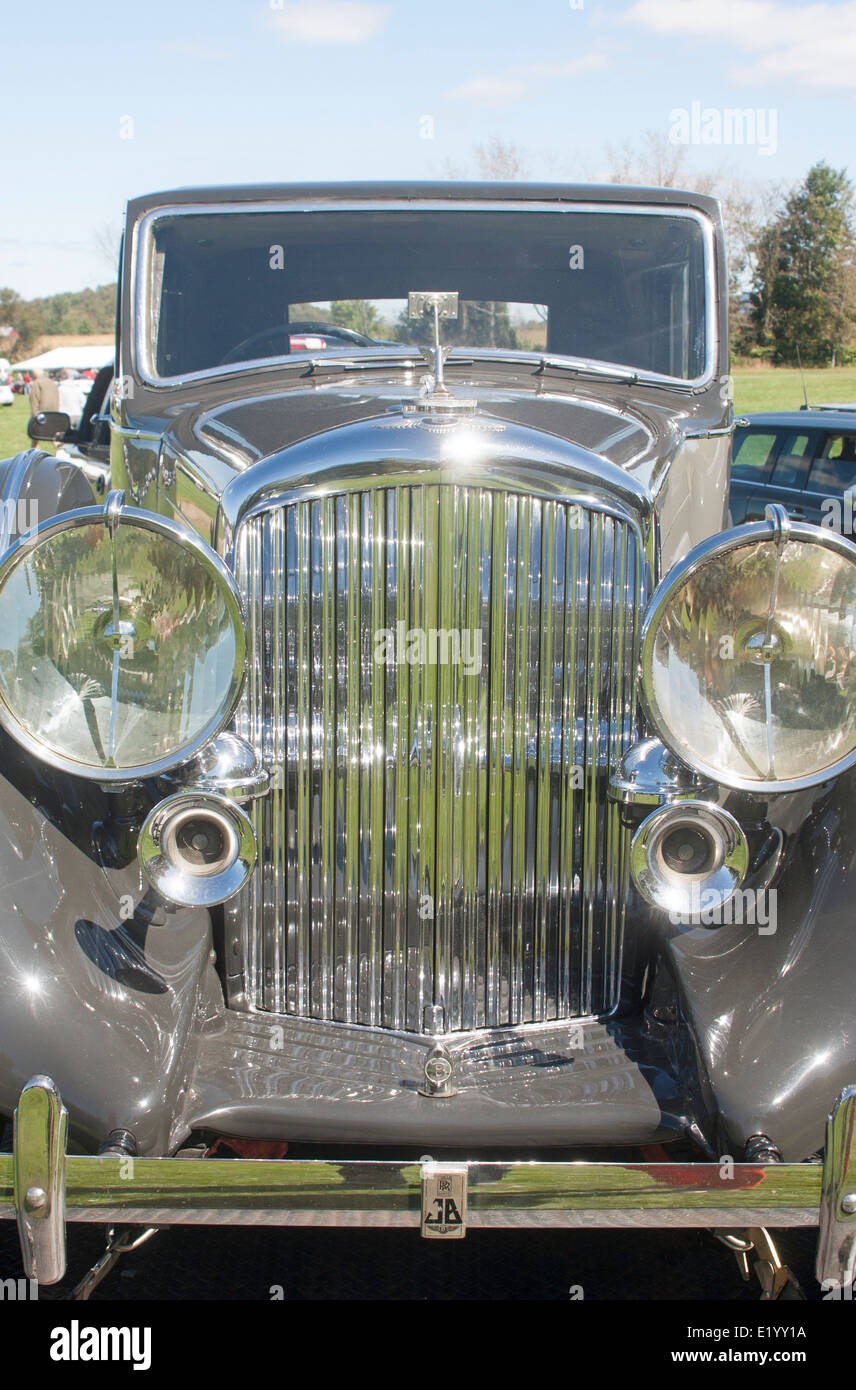 Vintage Automobile Front Center With One Headlight : Front vintage bentley car stock photos