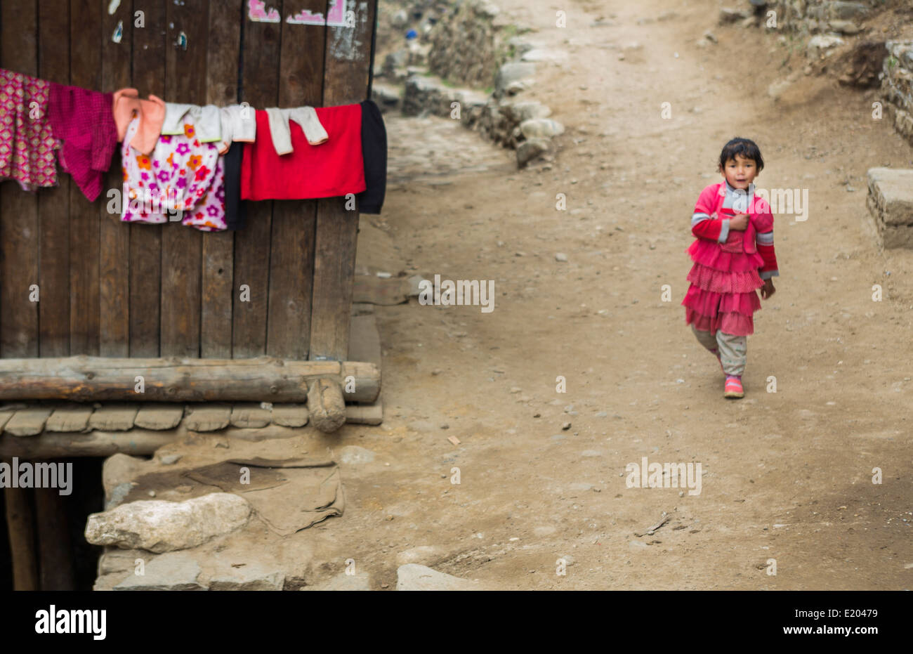 Nepal Himalayas Nepali child walking down road in Phak Ding Solukhumbu. remote Mt Everest 57 - Stock Image