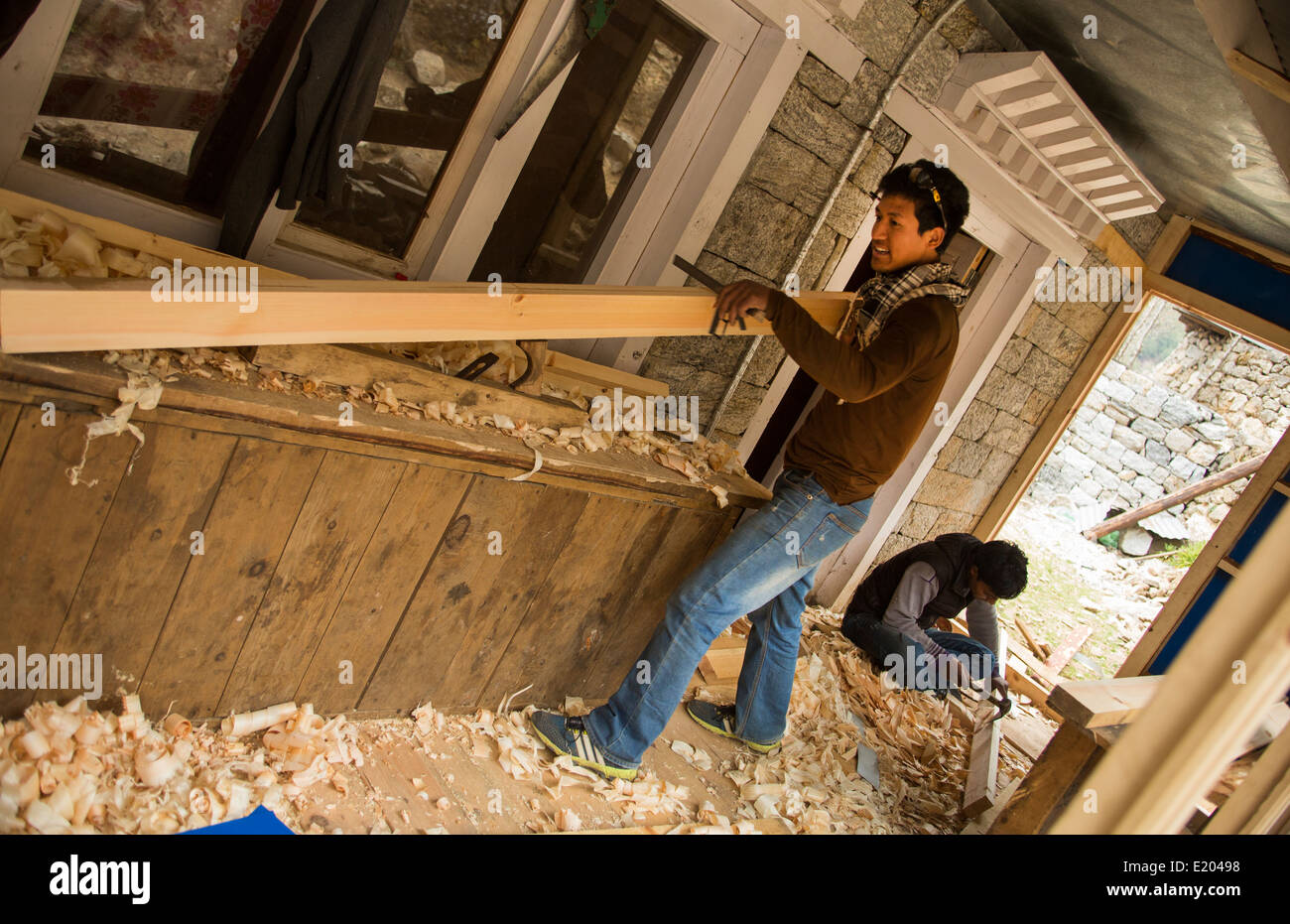 Nepal Himalayas Sherpa carpenters building a house in the village of Tawa Solukhumbu remote Mt Everest 69 70 - Stock Image