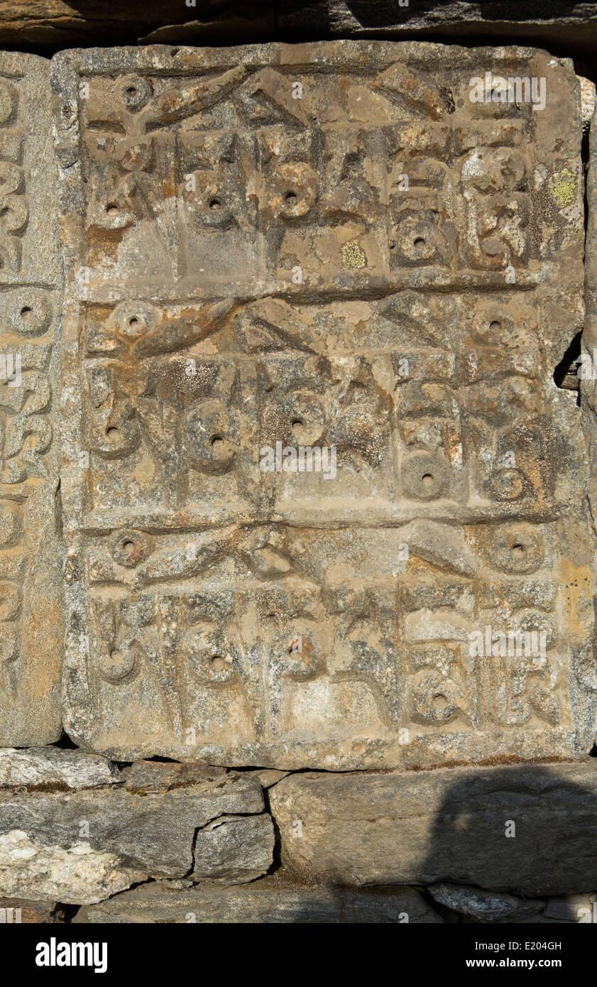 Nepal Mani stones on a Mani Wall in Khumjung. Solukhumbu remote, Mt Everest, Himalayas - Stock Image