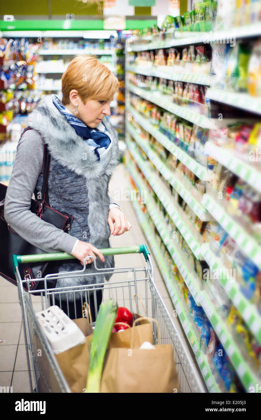 woman doing shopping in a supermarket - Stock Image
