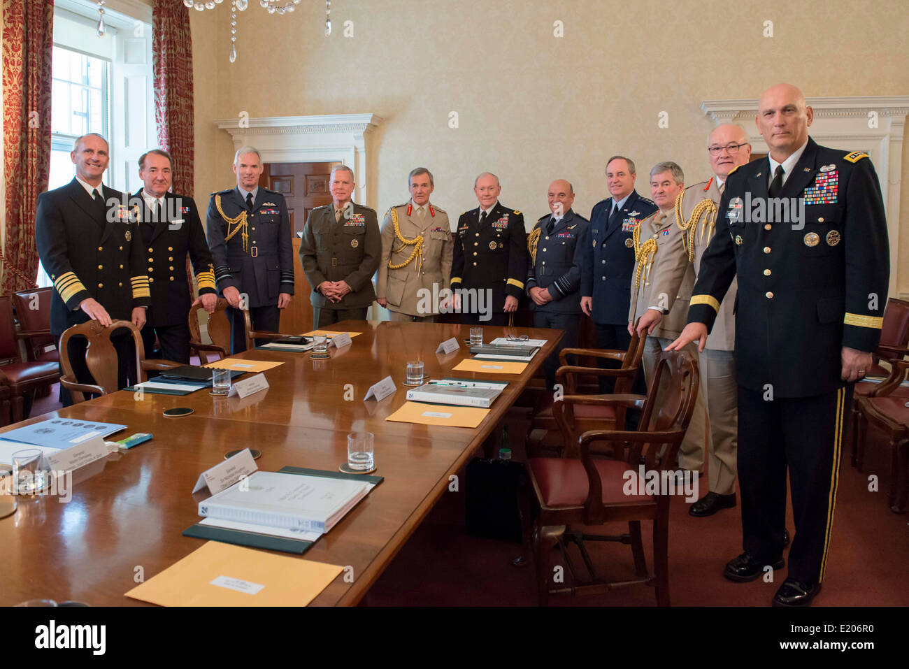US Chairman of the Joint Chiefs Gen. Martin Dempsey, center right, and UK Chief of the Defence Staff Sir Nickolas - Stock Image