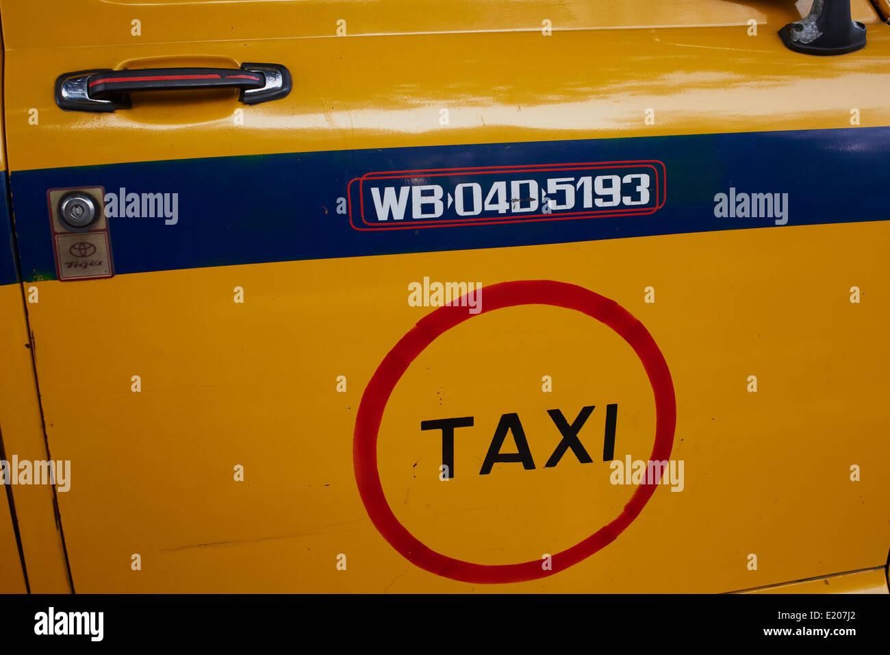 India, West Bengal, Kolkata, Calcutta, Yellow Ambassador taxis - Stock Image
