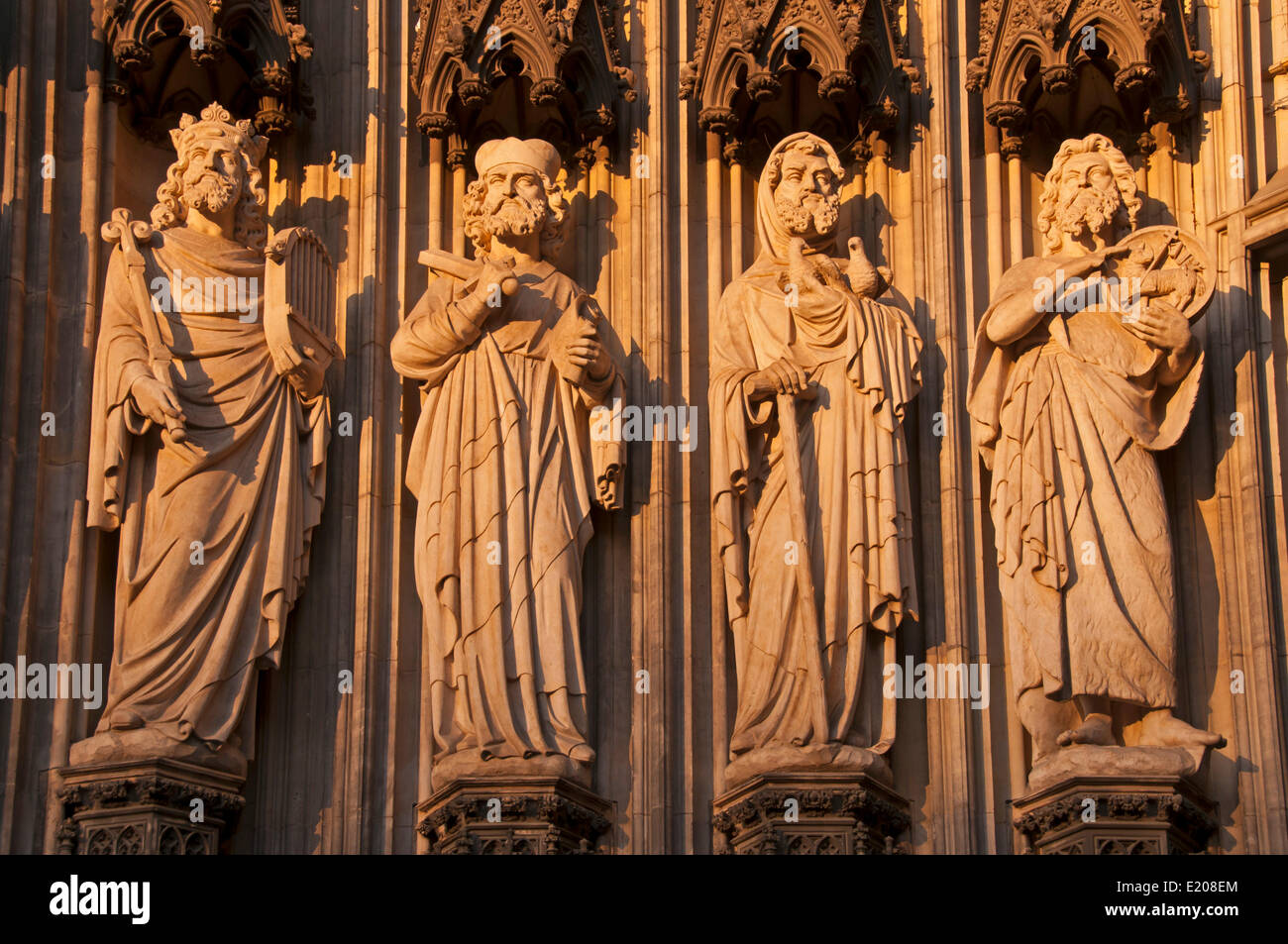 Figures of saints on the main portal, west façade, Cologne Cathedral, Cologne, North Rhine-Westphalia, Germany Stock Photo